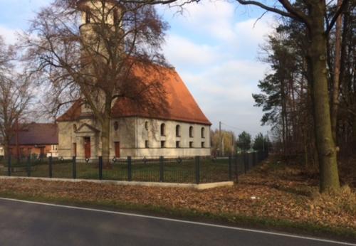 Nowe ogrodzenie terenu kościoła w Grabowcu - 2019