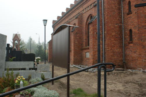 Położenie kostki granitowej wokół kościoła w Złotorii - 2014