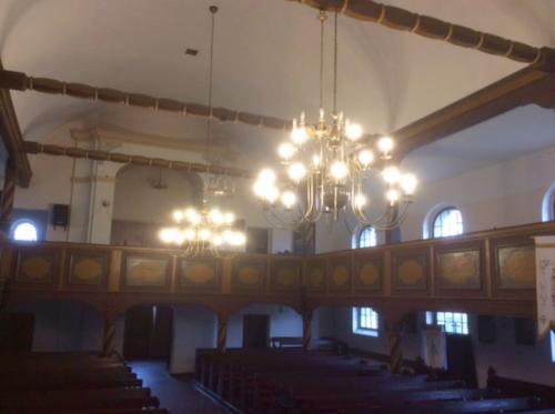 1. Nowe żyrandole wraz z instalacją elektryczną w kościele w Grabowcu - 2016
