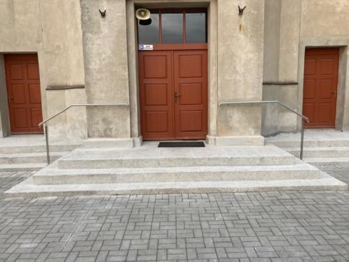 Remont granitowych schodów wejściowych do kościoła